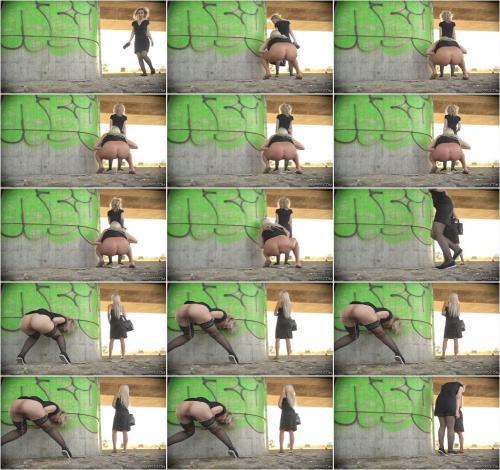 Girls Peeing Outdoor 2 [UltraHD/4K 2160P]