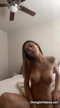 Skype Girlfriend masturbating on a lazy Sunday morning