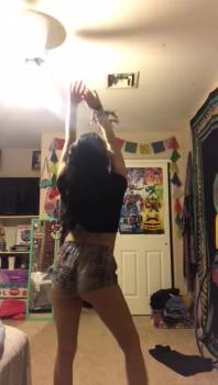 Hottie gets pussy fingered - Stickam Videos