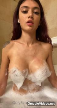 Sensual touch with a beautiful slut - Skype Sex