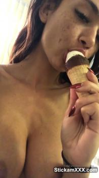 Vibrating Skype orgasm with pussy spread