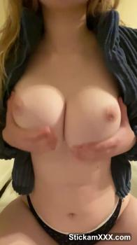 Tinder quickly cums from handjob and squirts