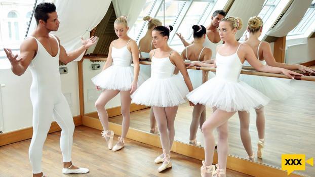 Team Skeet X Club Sweethearts - Evelyn Dellai, Vinna Reed & Cayla Lyons