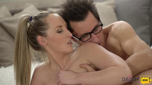 Daddy 4K - Jennifer Simons