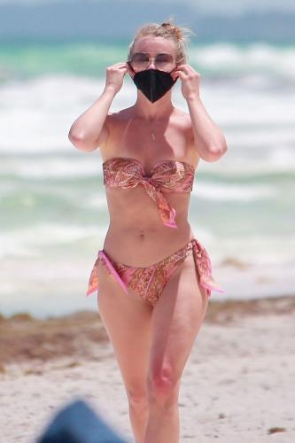 julianne-hough-in-a-patterned-bikini-tulum-04-28-2021-8.jpg