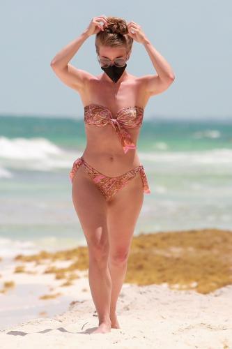 julianne-hough-in-a-patterned-bikini-tulum-04-28-2021-5.jpg