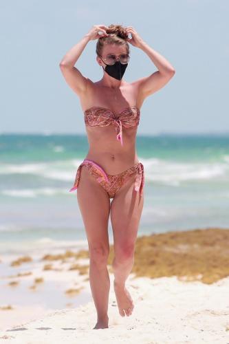 julianne-hough-in-a-patterned-bikini-tulum-04-28-2021-7.jpg